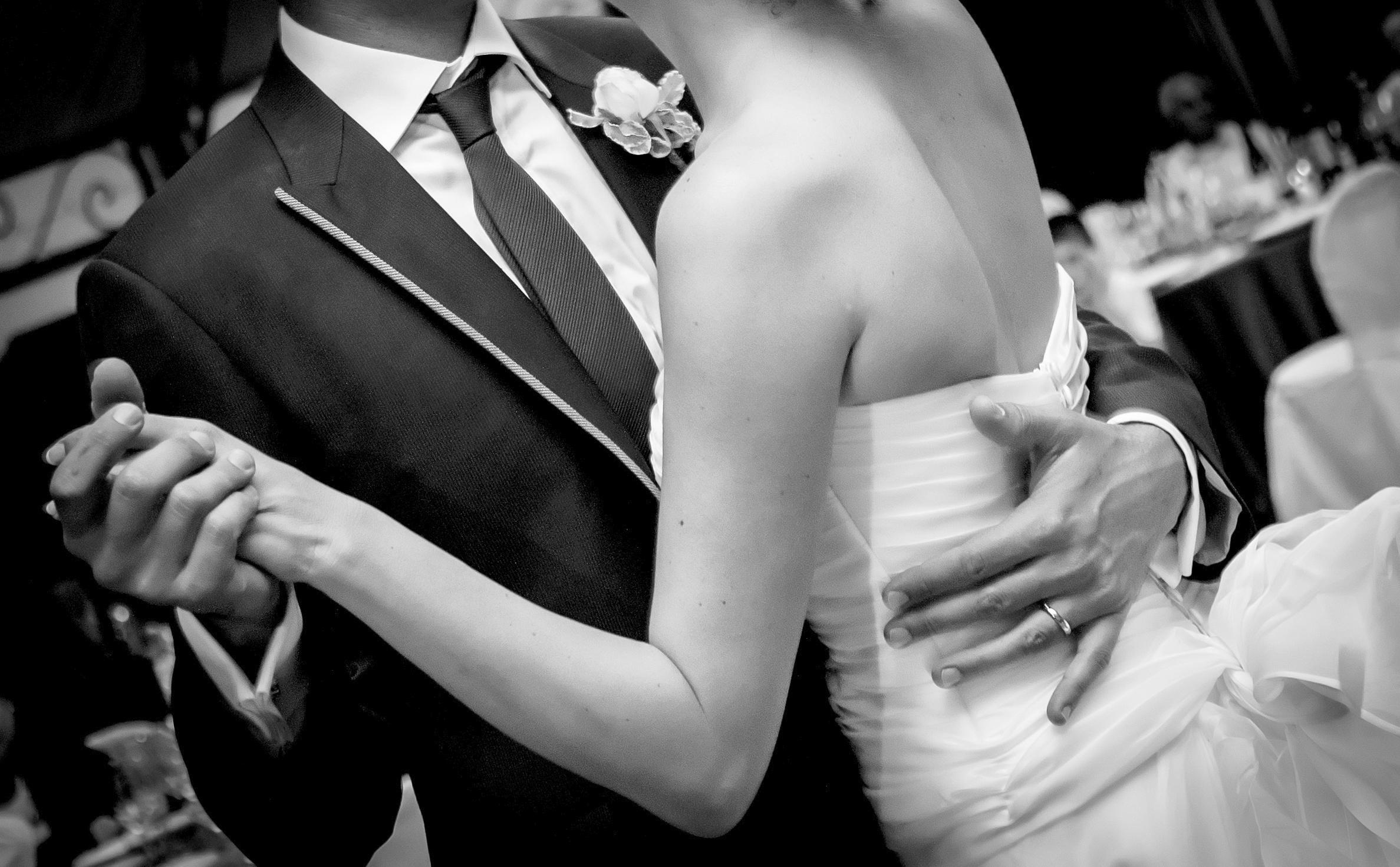 iStock-Bride-Groom-dancing